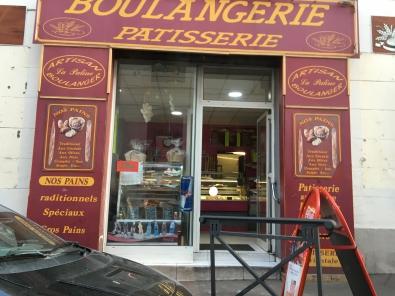 IMG_2403.JPG  Tradition... hallal rue Sainte Marseille.JPG