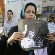 Jeune femme soutient Ahmadinejad.jpg