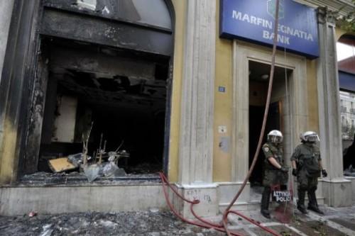 Athènes immeuble incendié 5 mai.jpg