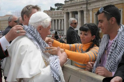 Le pape avec le keffieh.jpg