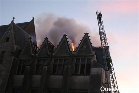 Château d'Angers en feu.jpg