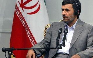 Ahmadinejad drapeau iranien 5 mars.jpg