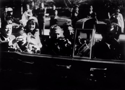 Kennedy jour de son assassinat à Dallas 22 nov 1963.jpg