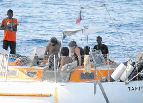 Tanit Otages braqués par des pirates vendredi 10.jpg