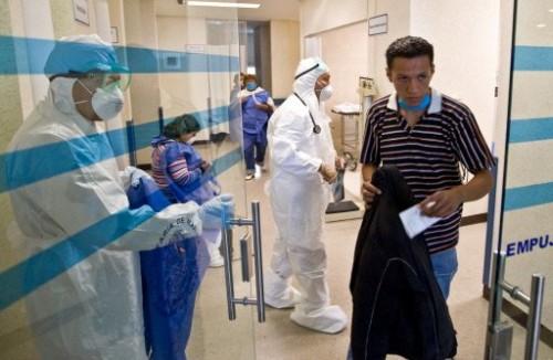 Mexico médecins hôpital de la Marine 29 04.jpg