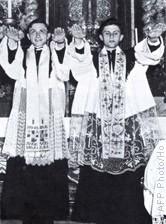 AFP ratzinger1951 avec son frère georg ordination.jpg
