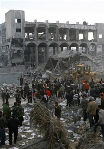 Gaza immeuble bombardé 27 12 08.jpg