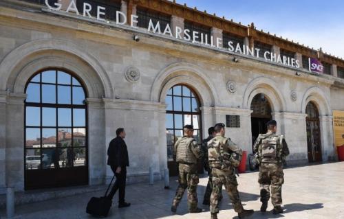 960x614_militaires-patrouillant-devant-gare-saint-charles-samedi-19-mai.jpg
