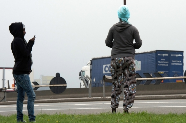 7774167401_des-migrants-a-calais-le-5-septembre-2014-archives.jpg