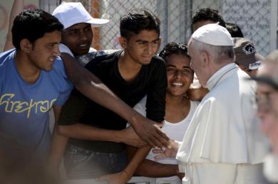 2968385.jpg pape migrants.jpg