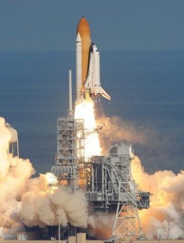 Atlantis au décollage le 16 nov 09.jpg