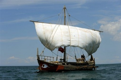 Birème Kybele en mer Egée le 3 mai 09.jpg
