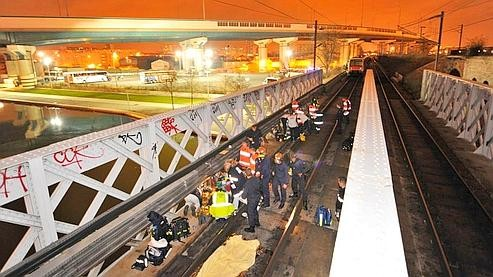 Drame du RER Le pont et les voies.jpg