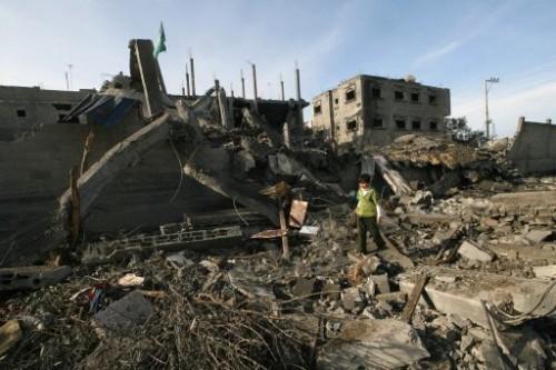 Gaza enfant dans les ruines.jpg