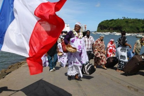 Mayotte drapeau français et mahorais.jpg