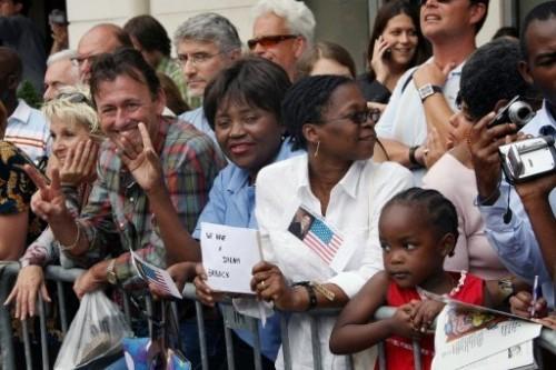 Barak Obama partisans Elysée 25.7.08.jpg