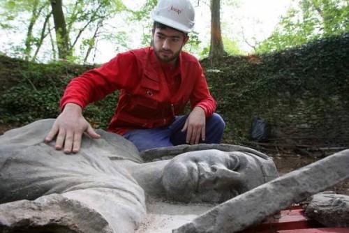 Statues soviétiques dans le Val d'Oise.jpg