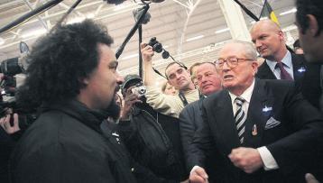 Dieudonné et Le Pen en nov 2006.jpg