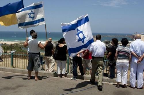 Iraéliens dans le port d'Ashdod.jpg
