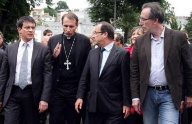 La_blague_Lourdes_de_Fran_ois-b2d2ef192b7772e54fe024d1c48d028c.jpg Hollande à Lourdes.jpg