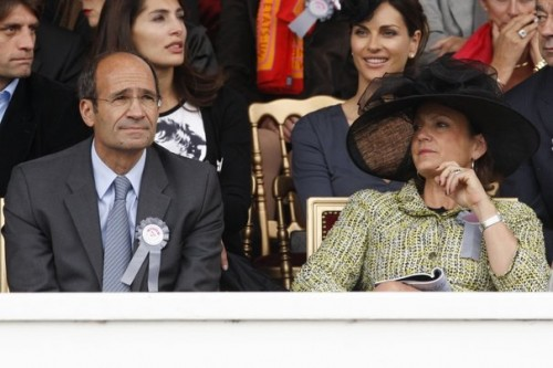524136_french-budget-minister-woerth-and-his-wife-florence-attend-the-qatar-prix-de-l-arc-de-triomphe-at-the-longchamp-horse-racetrack-near-paris.jpg