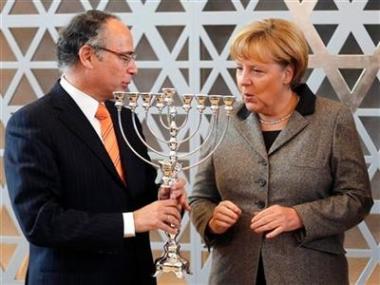 sans-titre.png Merkel et hanouka.png