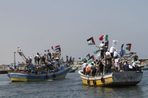 Palestiniens accueil de la flotille 30 mai Port de Gaza.jpg