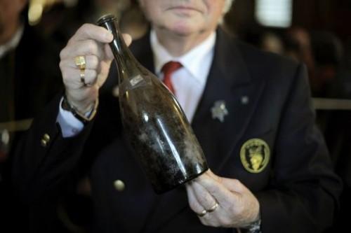 Vin jaune de 1774 à Arbois.jpg