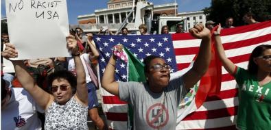 16202012-rentrez-chez-vous-nazis-boston-dans-la-rue-contre-le-racisme-apres-charlottesville.jpg