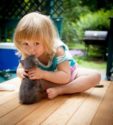 20-photos-adorables-qui-prouvent-que-vos-enfants-ont-besoin-dun-animal-de-compagnie18.jpg