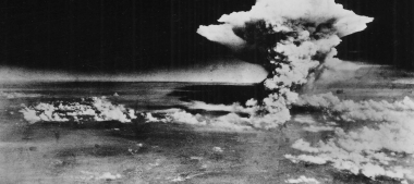Atomic_cloud_over_Hiroshima_from_Matsuyama-1456x648.jpg bombe atomique 2.jpg