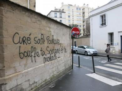 3539577_graffitis-eglise-paris-tags-lp-julien-duffe.jpg