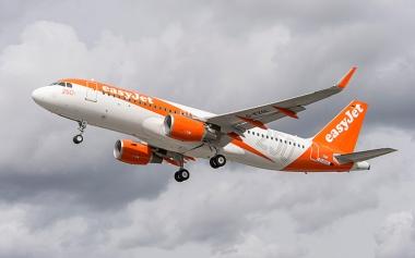 An_easyJet_aircraf_3512613b.jpg