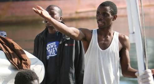 Des clandestins refoiulés arrivent en Libye.jpg