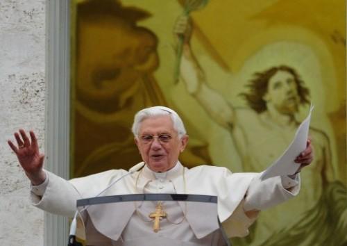 Benoît XVI à Castelgandolfo 5 avril 10.jpg