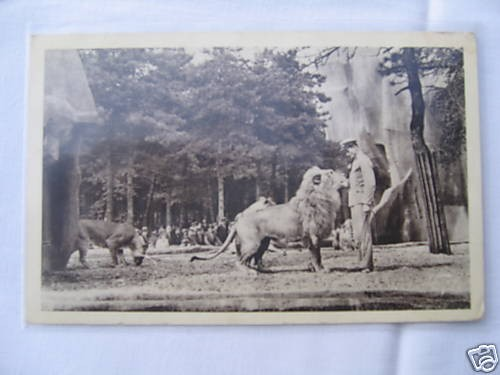 Zoo de Vincennes Le lion Pacha et son dompteur.jpg