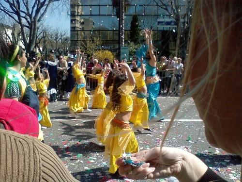 CARNAVAL MARSEILLE4 AVRIL 2009 Danses jaunes.JPG