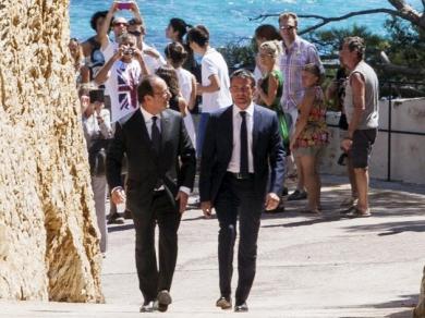 Francois-Hollande-et-Manuel-Valls-hues-au-Fort-de-Bregancon_exact810x609_l.jpg