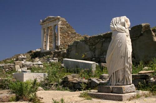 Delos temple d'isis.jpg