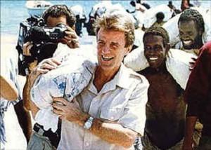 Afghnans et Kouchner - sac de riz.jpg