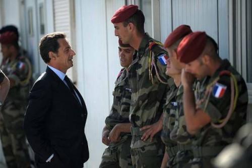 Afghanistan Sarkozy devant soldatds 20 8.jpg