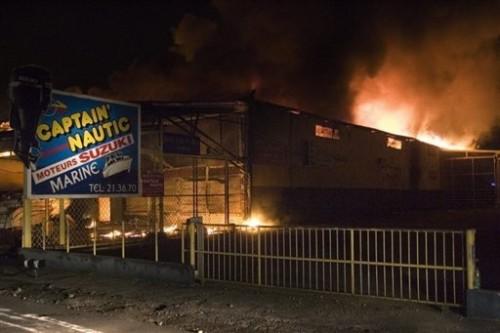 Antilles bâtiment en feu.jpg