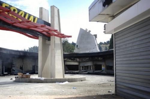 Centre commercial de Firminy après incendie criminel.jpg