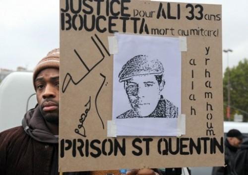 antiprison Noir et pancarte.jpg
