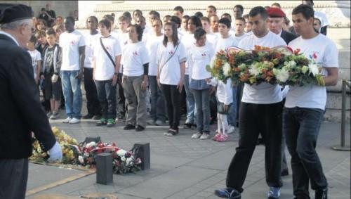 Jeunes de cités à l'Arc de triomphe.jpg