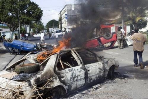 Antilles voitures calcinées 17 fev 09 Pointe à Pitre.jpg
