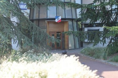 tension-dans-des-quartiers-de-dreux_1222324.jpg commissariat.jpg