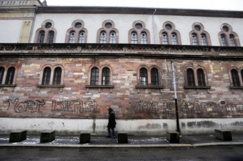 Synagogue de Mulhouse taguée 15 janv 09.jpg