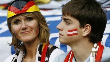 Allemande et Autrichien fans football.jpg